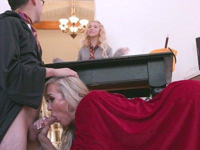 MILF Brandi Love gives masterful blowjob to Juan