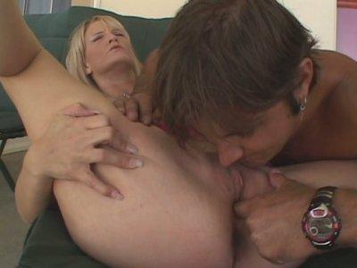 Plump country chick Erica Moore sucks a stiff cock for delicious sperm
