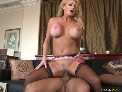 Buxom blondie Taylor Wane is a keen of a stout poking from behind