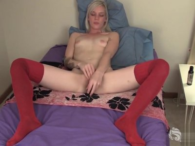 Small Titted Yanks Girl Ari Plays With Her Toy